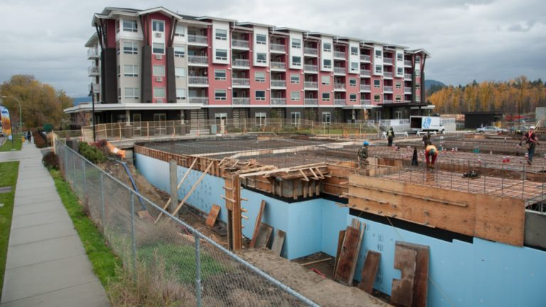 철거반원 들이닥쳐 살던 집 부수고… 캐나다에서 생긴 일