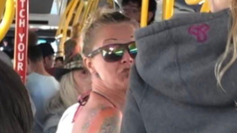 """""""영어로 말하라"""" 버스 안 폭행 여성 수사"""