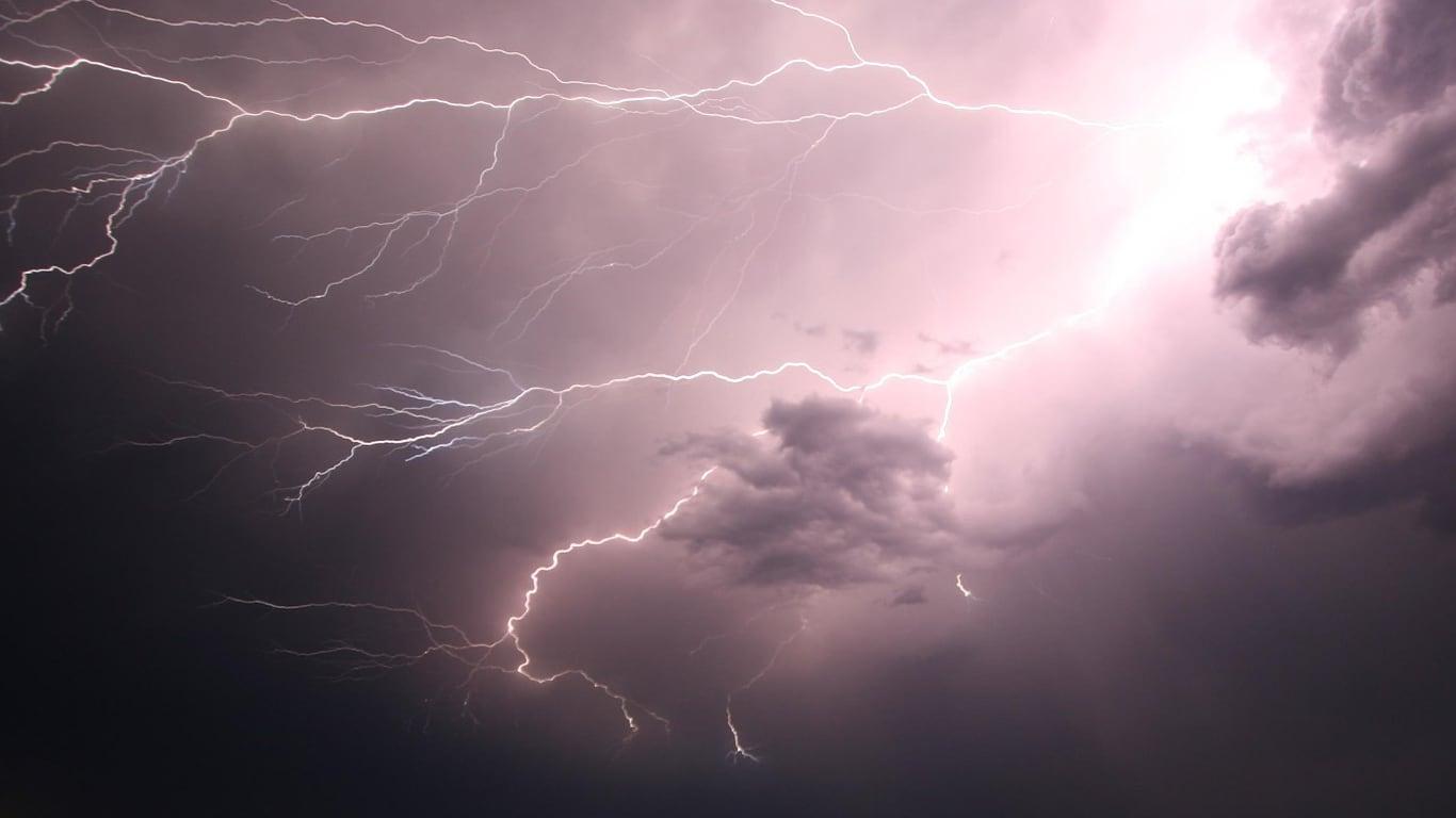 메트로밴쿠버와 노스쇼어 호우 기상특보 01 thunder