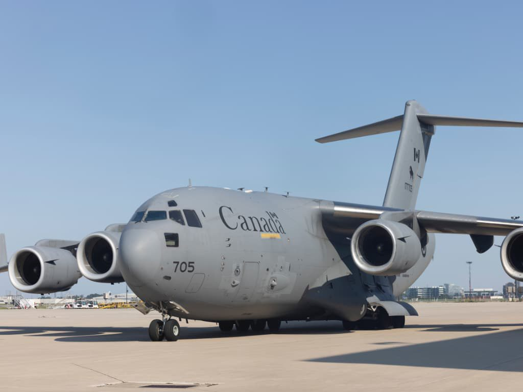아프간 난민, 캐나다 군용기로 긴급 입국 cf 210805